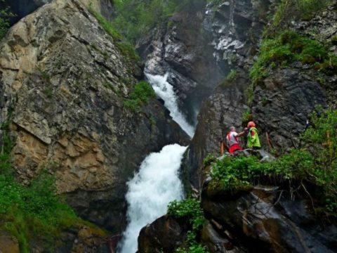 Кайракский водопад, ущелье Тургень и плато Ассы (2 дня)