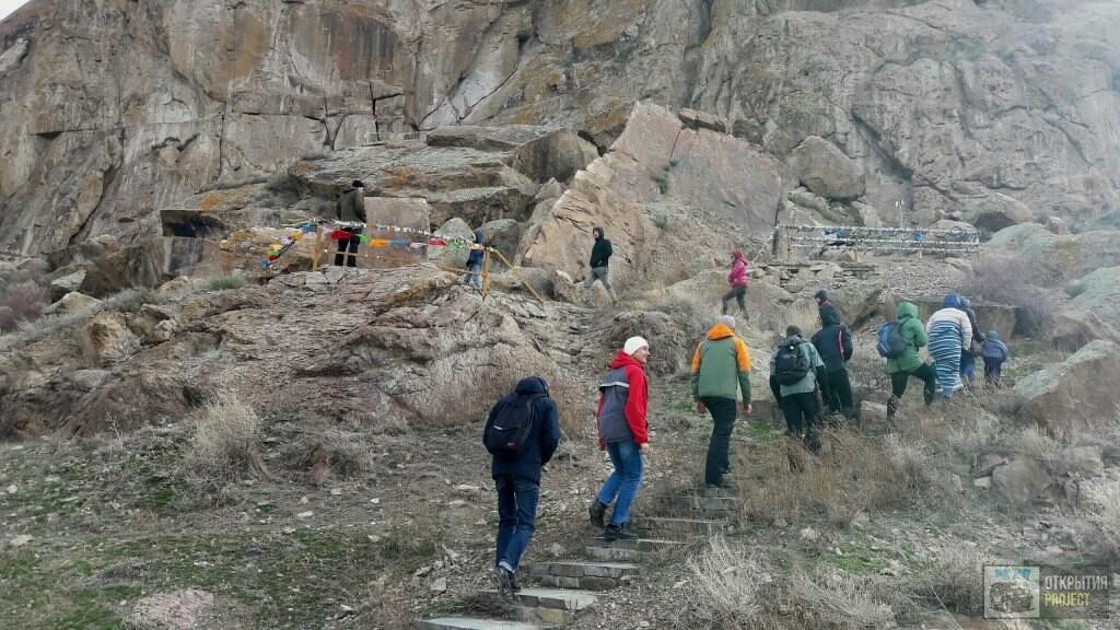 Писаные скалы на реке Или в Казахстане