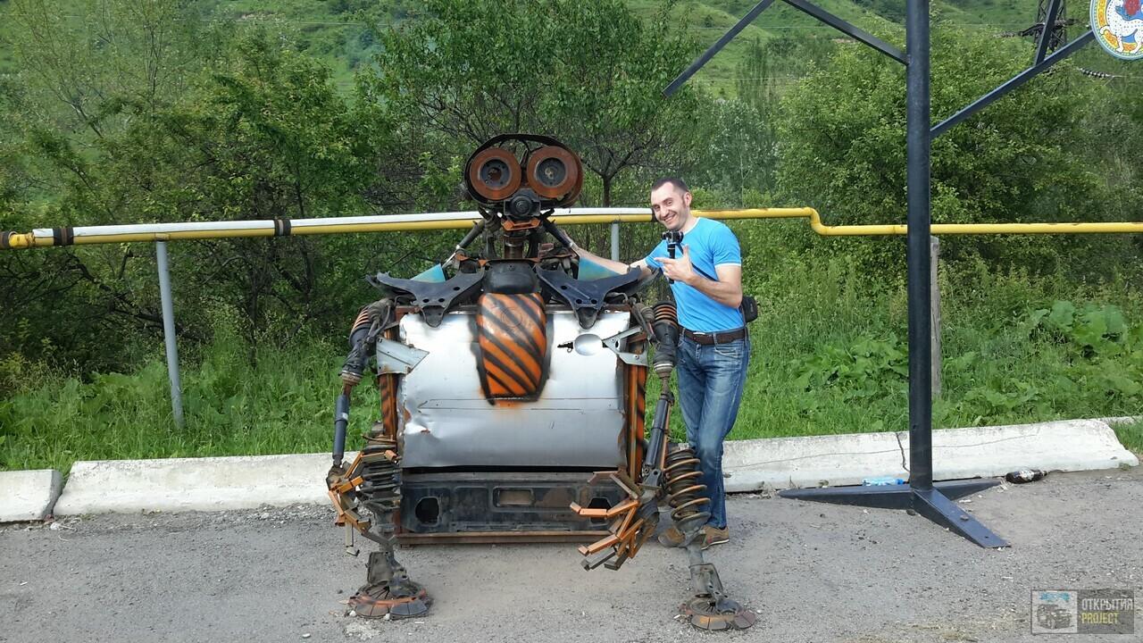 Большое Алматинское ущелье, робот из старых запчастей