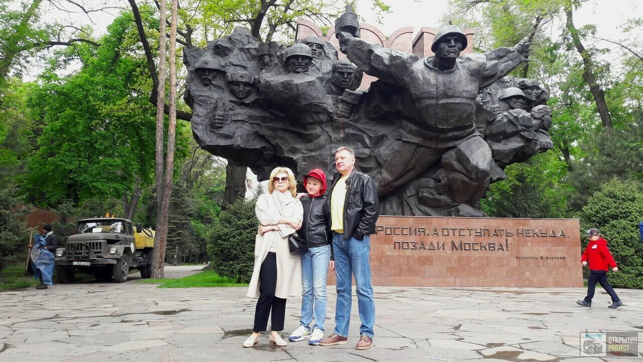 Монумент в парке 28-ми героев Панфиловцев в Алматы