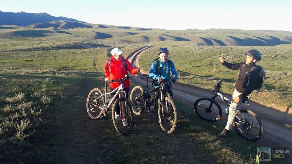 Велотуристы на плато Асы