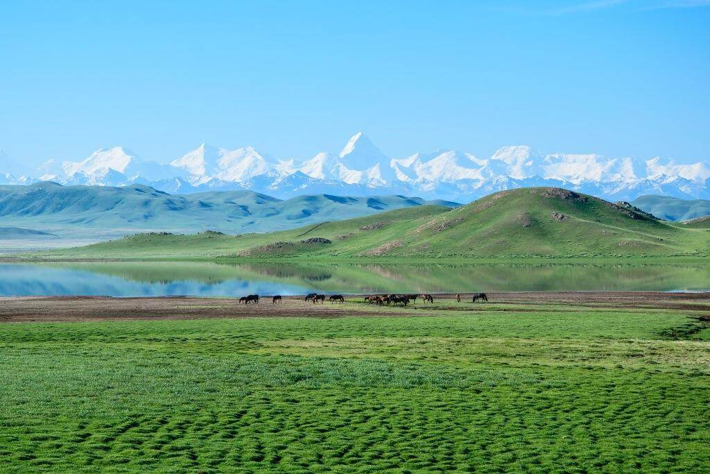 озеро Тузколь и пик Хан-Тенгри