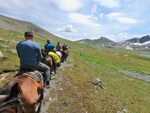 Конный поход к подножию горы Белуха